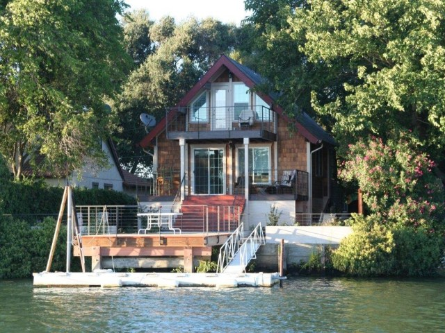Waterfront Getaway On Delta- 3 Seperate Decks!